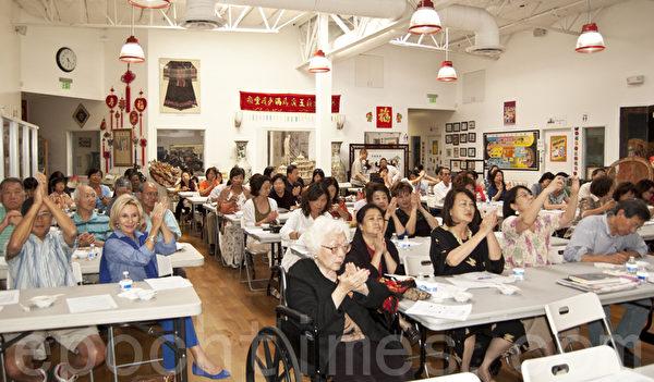 圖:台灣僑務委員會主辦的「2014年美西地區臺灣美食廚藝巡迴講座」5月17日和18日在加州聖地牙哥華人中心舉行了兩場示範教學演講,吸引200餘中西民眾。圖為18日現場。(楊婕/大紀元)