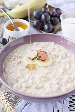 Oatmeal porridge with grapes,banana and honey