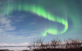 图为2012年3月7日摄于瑞典阿比斯库。2012年3月8日,太空天气风暴袭击地球是近五年来最强烈的一次,导致一些航空公司的航班重新规划,威胁电力中断,并引发北极光。(Photo credit should read FRANCOIS CAMPREDON/AFP/Getty Images)