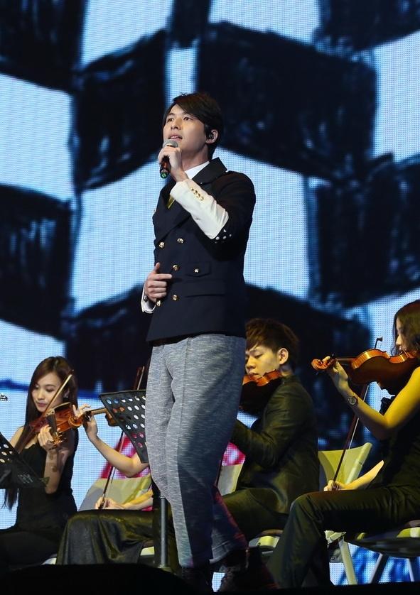 严爵于2013_hito流行音乐奖颁奖典礼照。(台北之音提供)