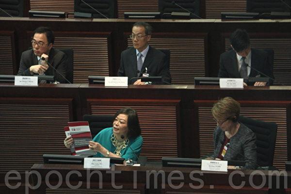 关系香港商业运作及市民民生问题的《竞争条例草案》通过近两年后,竞争事务委员会(竞委会)5月26日就草案涉及的制订竞争法的各项指引咨询业界及公众。(蔡雯文/大纪元)