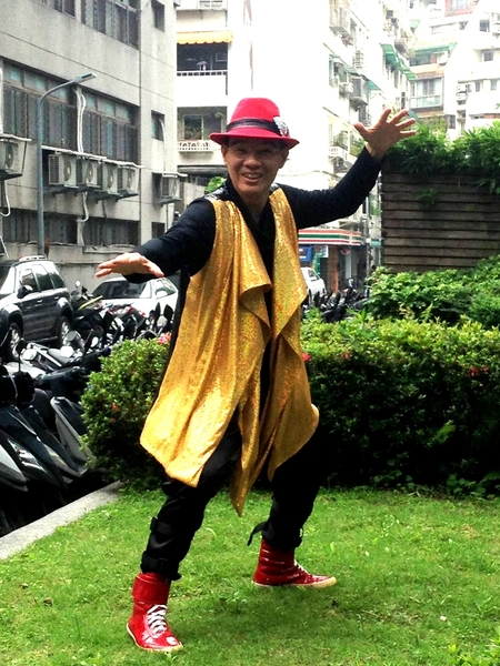 陈雷一改草根台湾本土味的形象,改头换面唱国语歌。(乾坤唱片提供)