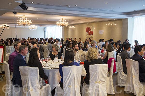 """2014""""原汁原味""""中国菜多伦多厨技大赛颁奖晚宴,300多位嘉宾共聚一堂。(艾文/大纪元)"""