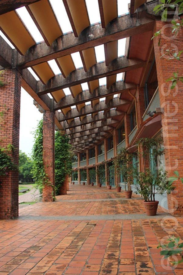 县议会的廊道。(谢月琴/大纪元)