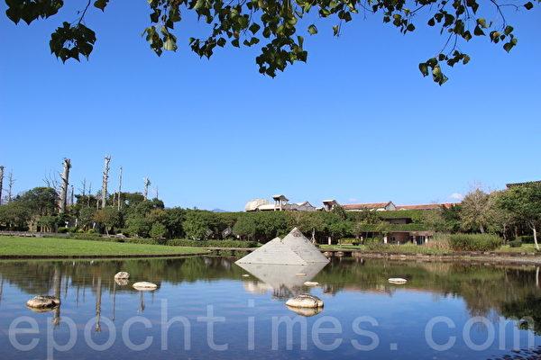亲民化跟公园化的宜兰县政中心是绿建筑的典范。(谢月琴/大纪元)