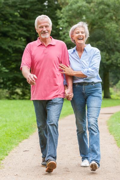 健走、散步、爬山、气功等简单又可以持之以恒的运动,是维持身材的好方法。(fotolia)