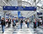 一次偶然的机场相遇,成了人生的转折点。(KAREN BLEIER/AFP)