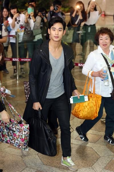 2014年5月17日,金秀贤离开韩国赴日本参加粉丝见面会。(Starnews/AFP/Getty Images)