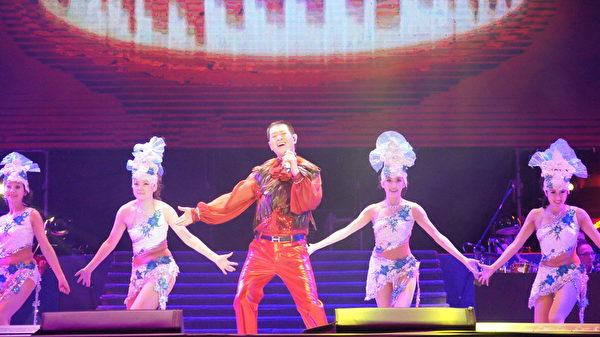 蔡小虎5月31日带着高雄乡亲的声声期盼与台北歌迷的热情祝福,回到故乡高雄开唱。(创义行销提供)