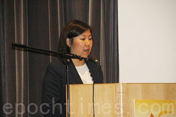 亚美联盟于5月31日在法拉盛图书馆举办纽约市亚裔政策研讨会。国会众议员孟昭文在会议上发言。(摄影:卫真/大纪元)