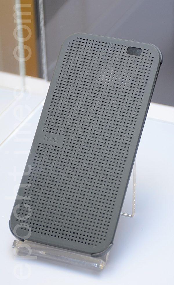 HTC Dot View Cover炫彩手机保护套。(方惠萱/大纪元)