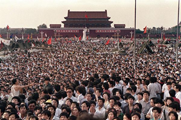 1989年6月2日,天安門廣場坐滿了學生。(CATHERINE HENRIETTE/AFP/Getty Images)