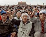 1989年5月19日,天安門廣場上絕食靜坐的學生。(CATHERINE HENRIETTE/AFP/Getty Images)