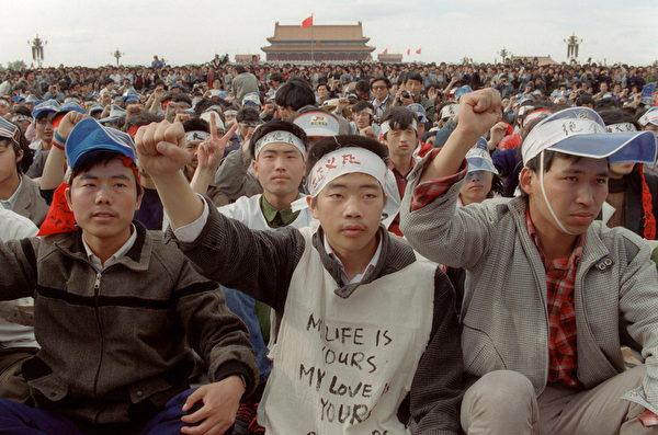 1989年5月19日,天安门广场上绝食静坐的学生。(CATHERINE HENRIETTE/AFP/Getty Images)