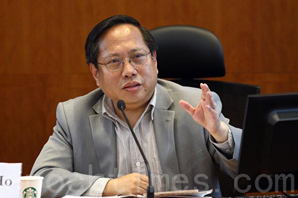 香港大学比较法及公法研究中心、中国人权及香港大学学生会法律学会举行研讨会,讨论香港在为六四死难者讨回公道的过程中可扮演的角色。立法会议员何俊仁(潘在殊/大纪元)