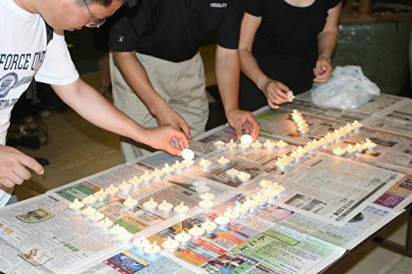 人们点起蜡烛纪念六四25周年。(大纪元/甄真)