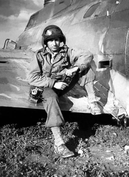 托尼•瓦卡罗在二战中(图片由卡昂纪念馆提供© Tony Vaccaro)