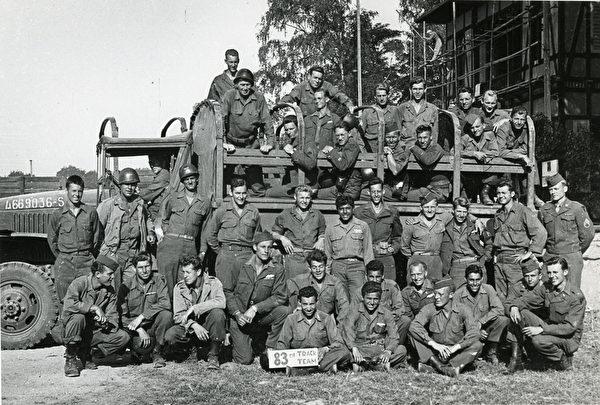 托尼•瓦卡罗所在的美军第83步兵师 (图片由卡昂纪念馆提供© Tony Vaccaro)
