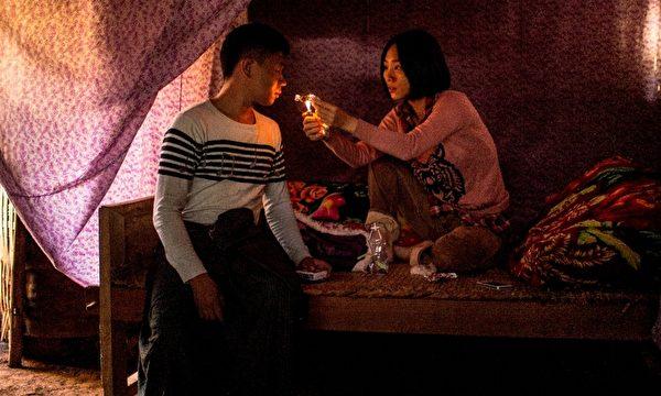 《冰毒》女主角吳可熙(右)為詮釋毒販一角,冒險進入毒窟了解毒販生活。(台北電影節提供)