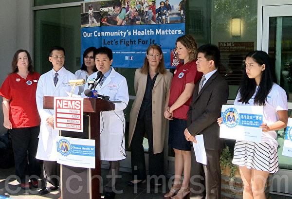 6月5日,舊金山醫學界在東北醫療中心前宣布支持汽水稅提案。(林驍然/大紀元)