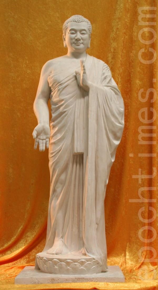 《佛像》,张昆仑,雕塑(图片展出),尺寸:135x48x36cm,2004