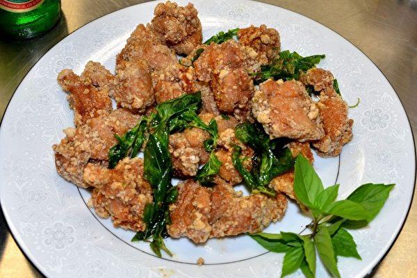 """今年将第一次推出台湾名小吃""""盐酥鸡""""。(良克霖/大纪元)"""