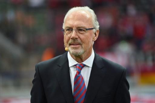 """德国足球皇帝贝肯鲍尔的胡子只留了一个月就剃掉了,因为大家都说""""丑"""",连巴西足球皇帝贝利也这么说。(PATRIK STOLLARZ/AFP/Getty Images)"""