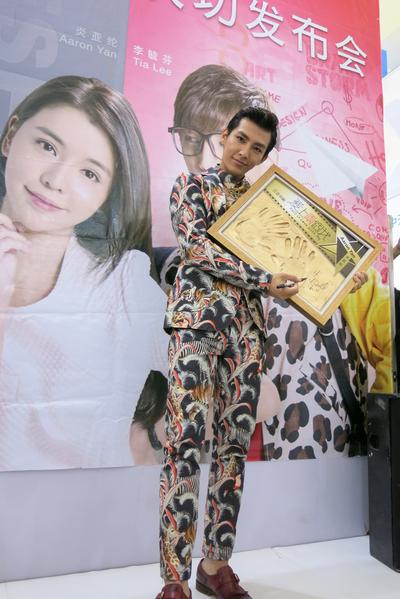 台灣人氣男星炎亞綸6月11日旋風訪上海參加電視節宣傳。(三立提供)