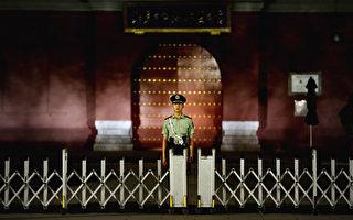 """""""国新办""""出台""""一国两制""""白皮书4天后,中共江派人马、全国政协副主席苏荣被抓。这是中共十八大来,首位副国家级高官落马,显示出习江斗已进入中共中央,习、江斗全面升级。(Feng Li/Getty Images)"""