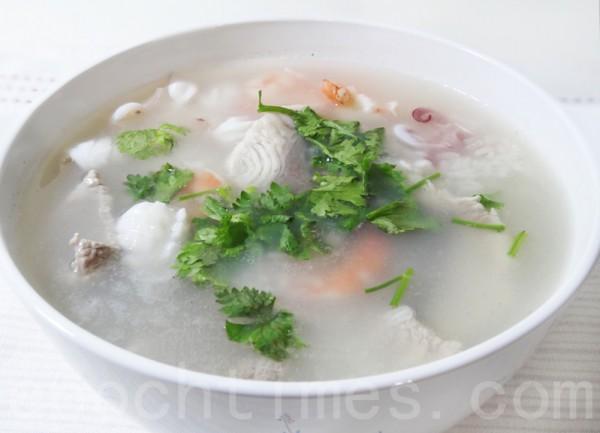 鲜美爽口的猫仔粥是闽南诏安现煮现吃的热粥。(摄影:彩霞/大纪元)