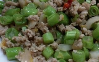 夏天开胃菜:酸白菜四季豆