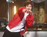 2013年4月,奥斯汀•马洪在迪士尼音乐奖颁奖礼上表演。(Frederick M. Brown/Getty Images)