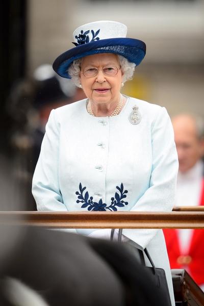 2014年6月14日,英女王伊麗莎白二世出席88歲生日官方慶典。(LEON NEAL/AFP/Getty Images)