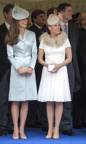 2014年6月16日,凱特王妃與愛德華王子夫人蘇菲出席嘉德勳章授勳盛典。(Arthur Edwards - WPA Pool /Getty Images)