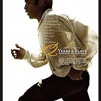 《为奴十二年》主人翁不是好莱坞仰慕的英雄,而是一个卑贱求生的奴隶,该片获得了票房口碑的德艺双馨,不可谓不是天象的使然。图为电影海报。