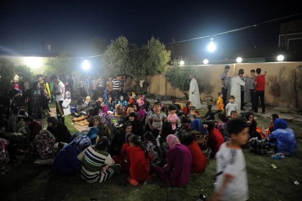 从伊叙边界塔阿法镇逃到辛贾镇的土耳其人,图为2014年6月17日住在辛贾清真寺的难民。(Emrah Yorulmaz/Anadolu Agency/Getty Images)