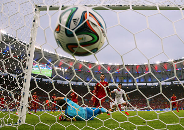 阿朗吉斯的进球,无疑是给卫冕冠军的重重一击。(Clive Rose/REMOTE/Getty Images)