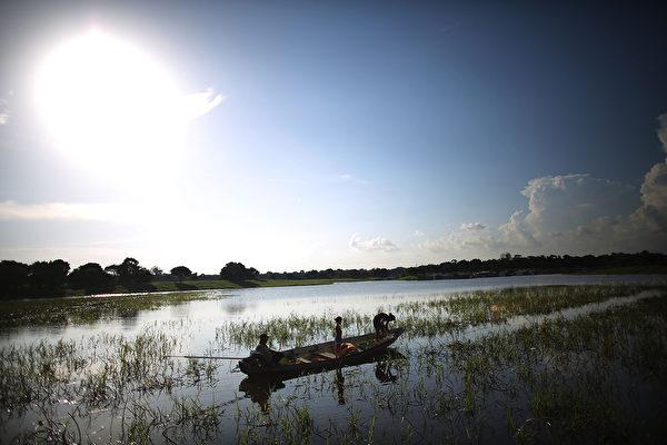 巴西马瑙斯的内格罗河沿河(Mario Tama/Getty Images)