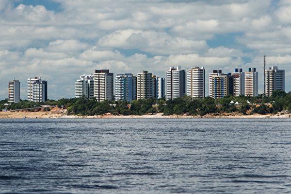 巴西马瑙斯位于内格罗河左岸(YASUYOSHI CHIBA/AFP/Getty Images)