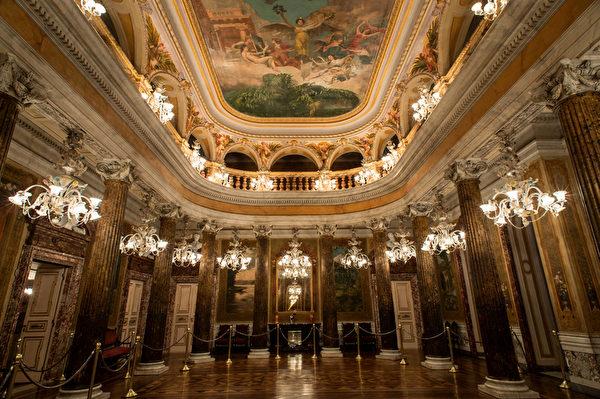 巴西马瑙斯雄伟的亚马逊歌剧院 (YASUYOSHI CHIBA/AFP)