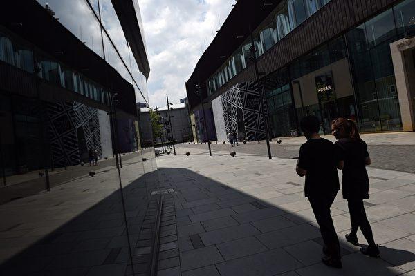 地產信託是中國影子銀行的組成部份,其兌付風險正在向大陸一線城市蔓延。英媒《金融時報》分析認為,影子銀行若遭擠兌,中國將迎來自己的「雷曼時刻」。圖為,2014年6月20日,北京一景。(GREG BAKER/AFP/Getty Images)