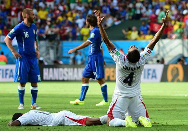 哥斯达黎加凭借队长鲁伊斯头球破门,1球小胜意大利,以2连胜姿态率先从D组冲出。(RONALDO SCHEMIDT/AFP)