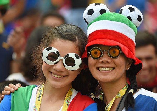 義大利的球迷。(EMMANUEL DUNAND/AFP/Getty Images)