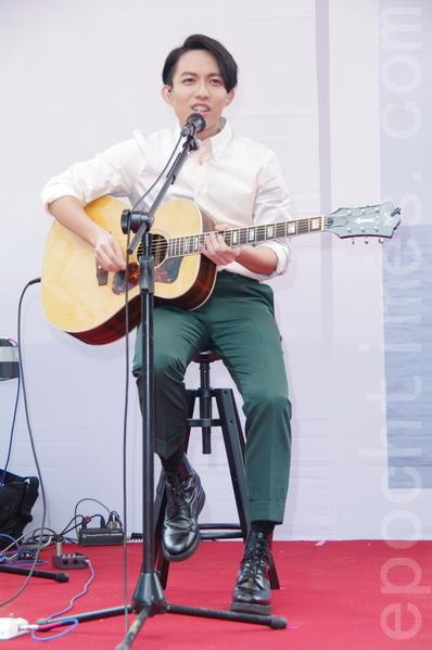林宥嘉于2014年6月21日在台北举行《口的形状》全台唯一签唱会,当兵前最后公开歌迷活动。(黄宗茂/大纪元)
