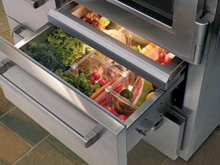 定期清理冰箱可以讓自己對食材的使用更清楚。(圖/Sub-Zero提供)