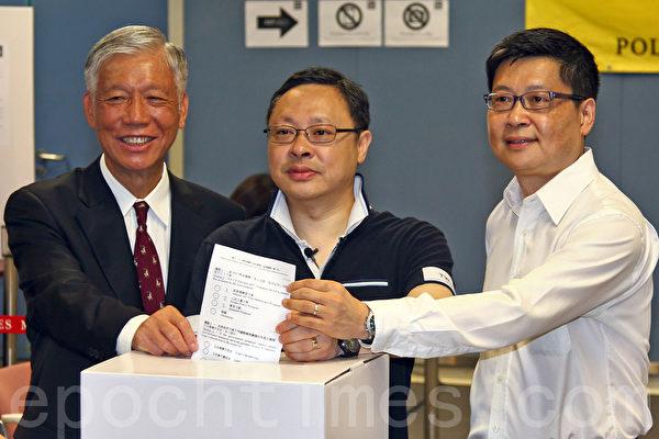 無懼中共和港府的打壓,香港6.22全民公投在6月20日啟動電子投票後,在6月22日正式進入實體投票階段;截至晚上12時,連同實體票站投票數字,已有705,254投票,民意空前踴躍。(潘在殊/大紀元)