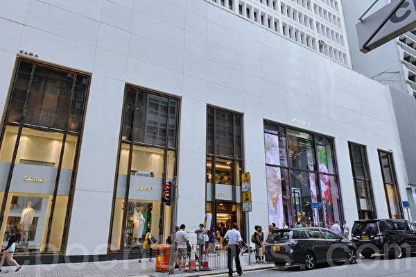 全球最大时装零售商西班牙Inditex集团ZARA最新开设的中环旗舰店。(宋祥龙/大纪元)