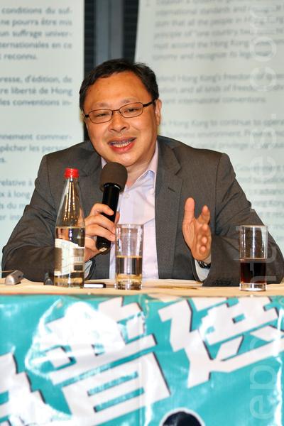 占中发起人戴耀廷呼吁参与全民公投的逾70万港人踊跃参加七一大游行。(潘在殊/大纪元)