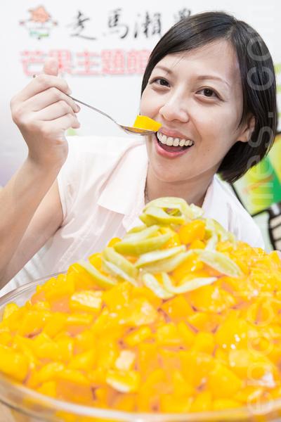 """""""第二届国际芒果节""""行前记者会于24日在台北举行,今年延续去年,以""""夏日的红宝石""""为主题。(陈柏州/大纪元)"""