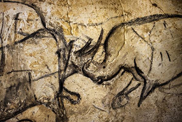 肖維巖洞的壁畫被認為是世界上已知最早的史前藝術。繪製的動物形象非常逼真。(AFP PHOTO / JEFF PACHOUD)